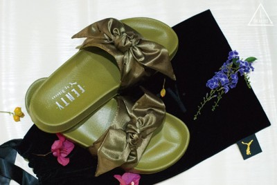 ISNEAKERS FENTY PUMA by Rihanna 蕾哈娜 蝴蝶結拖鞋 橄欖綠 女款 (9.2折)