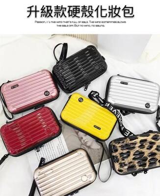 升級款背袋硬殼化妝包 收納 盥洗 旅遊 旅行 背包 迷你 隨身包 (5.8折)