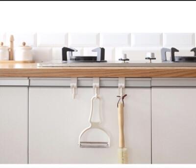 多功能廚房水槽廚櫃門後掛勾 一組二入 (0.4折)