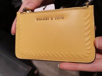 【直飛現貨 正品保證】小CK 壓紋滾邊卡夾 錢包(黃色) CK6-50770360 皮夾 名片DXO (7.6折)