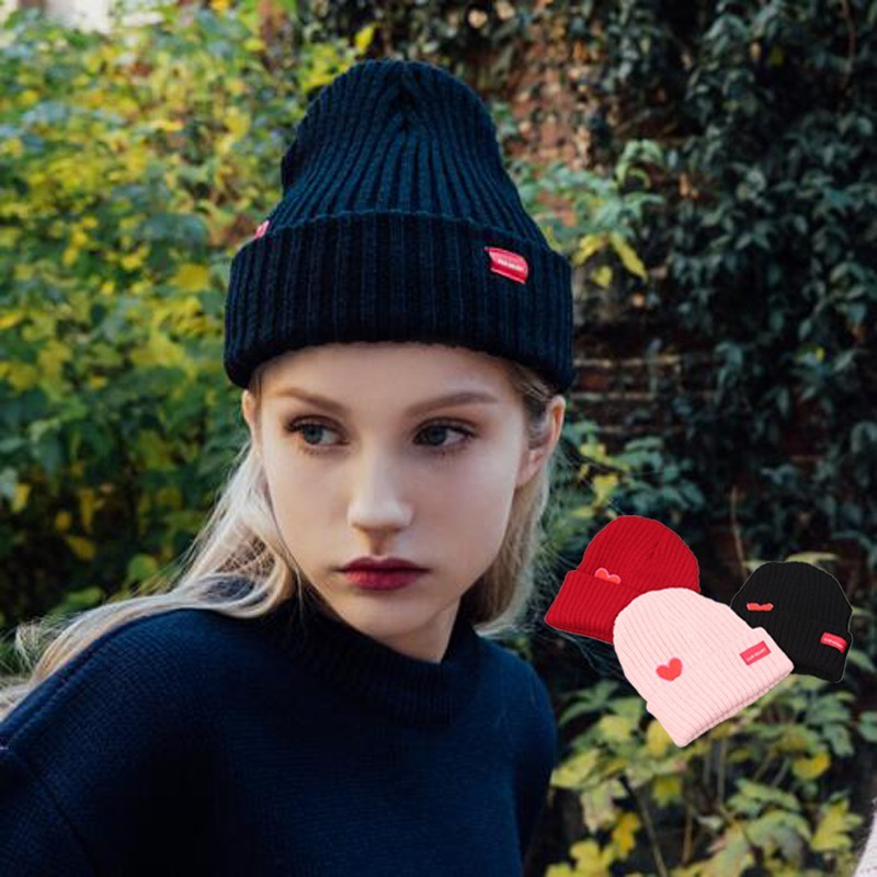韓國愛心刺繡卷邊彈力針織毛線帽子女士秋冬毛絨保暖套頭帽休閑帽1入 -