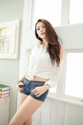 短褲NEW LOVER牛仔時尚【111-5312】雜誌款韓版低腰星星水鑽牛仔超短褲SS-L (3.9折)