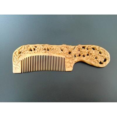 天然檀木雕花木梳 雕刻梳子 刻花清香梳子 綠檀木保健按摩流蘇梳1入 (10折)
