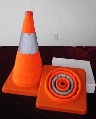 【伸縮LED警示燈路錐】軟交通錐 三角錐 路障 甜筒 施工錐 伸縮三角錐 路障 安全錐 街道 交通錐 (5.7折)