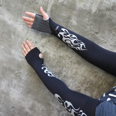 【速度公園】MEGA COOUV 手掌防曬UPF50+『黑底-銀火焰』男用款 冰感袖套 止滑 熱銷款 (10折)