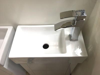 面盆+浴櫃(吊櫃)+水龍頭+全部配件 寬45x深26x高62cm 100%防水PVC發泡板鋼烤 (7.6折)