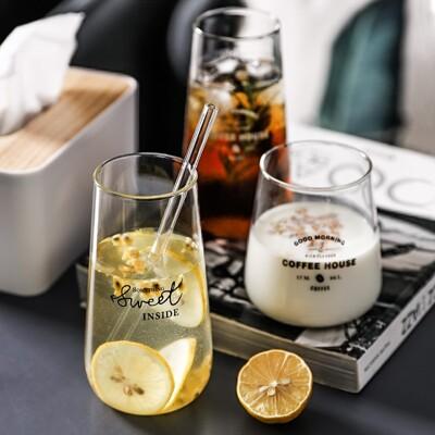幸福小舖北歐風格 透明字母玻璃杯 咖啡杯 水杯 果汁杯 飲料杯 耐冷熱 (2款高矮-2色) (7.7折)