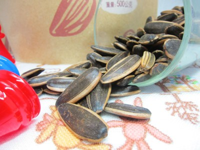 熱銷 香濃焦糖瓜子/香濃五香瓜子/難吃的瓜子(焦糖) 500克家庭包 三種瓜子任君挑選 (6.1折)
