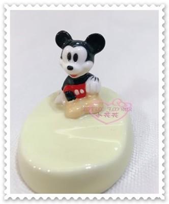 ♥小花花日本精品♥ 《Disney》迪士尼 米奇 筷架 陶瓷筷架 筷子置物架立體公仔89937600 (6.6折)