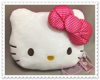 ♥小花花日本精品♥ Hello Kitty 車用枕 頸枕 靠枕 萬用枕 聖誕節禮物 (3.7折)