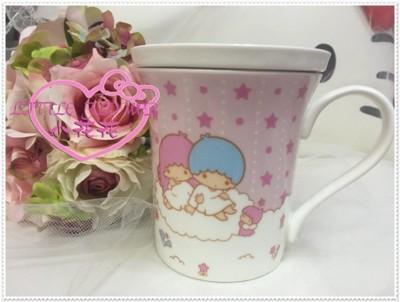 小花花日本精品♥ Hello Kitty 雙子星 附蓋 馬克杯 大容量 56800708 (7.9折)