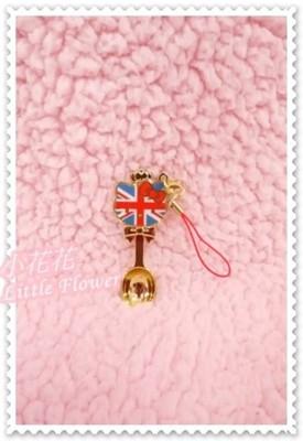 ♥小花花日本精品♥Hello Kitty 可愛好實用精美萬用英國國旗風精美精緻立體造型金湯匙 (3.6折)