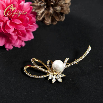 【Cylyla思琳娜】施華洛世奇揮彩撒緞珍珠胸針別針B10998G(單入) (4.9折)