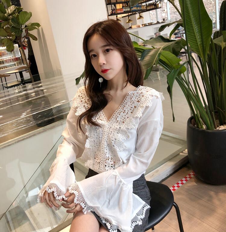 韓版蕾絲復古喇叭袖v領娃娃衫長袖上衣cntop