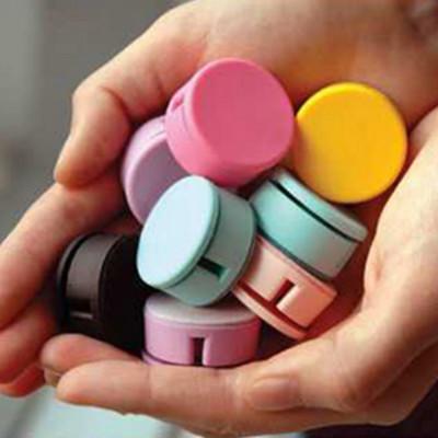 韓國 馬卡龍 馬卡龍色 兩用 捲線器 手機 螢幕擦 耳機 集線器 -顏色隨機 A010100286 (1.6折)