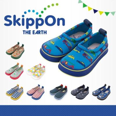 日本 SkippOn 兒童休閒機能鞋〈藍底炫車〉 (10折)